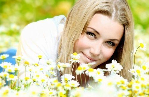 2 В 1: аптечна ромашка для шкіри обличчя, як косметичний і лікарський засіб