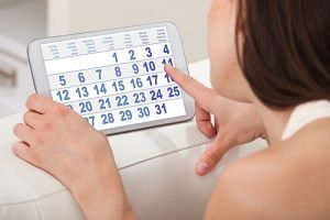 Через якийсь час після пологів повинні прийти місячні і які фактори можуть вплинути