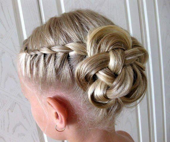 Романтичний квітка з волосся
