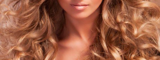 зачіска з локонами