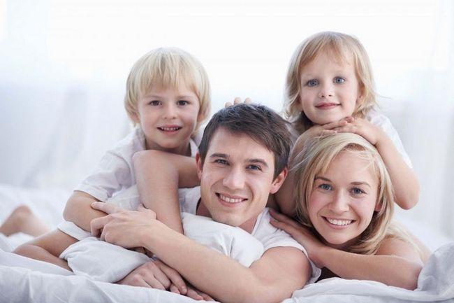 сім`я з двома дітьми