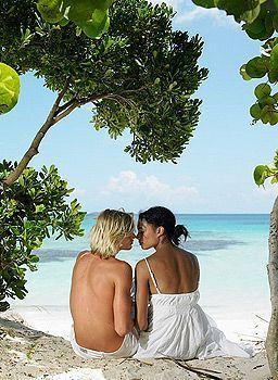річний секс на пляжі в море в басейні