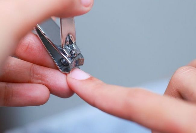 стрижка нігтів