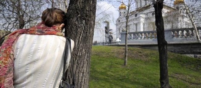 Чи можна жінкам під час місячних ходити в храм?