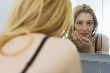 На обличчі дрібна висипка: причини і методи усунення в домашніх умовах