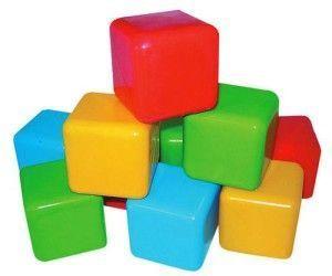 башточка з пластикових кубиків