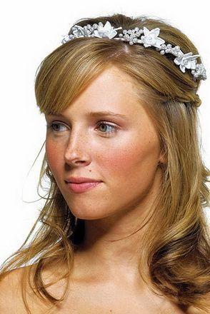 зачіски з діадемою