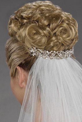 Зачіски з фатою