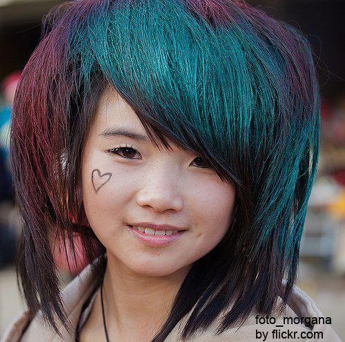Такі зачіски завжди яскраві та оригінальні