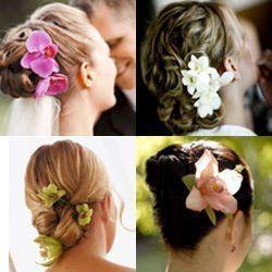 Весільні зачіски з квітами