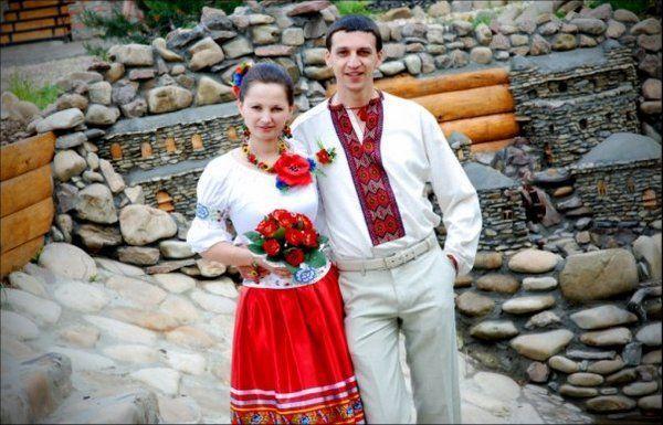 Колоритна весілля в народному стилі. Фото з сайту svadba-inform.ru