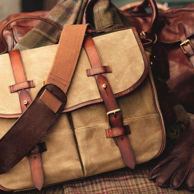 Питання-відповідь: як носити чоловічий сумку на плечі?